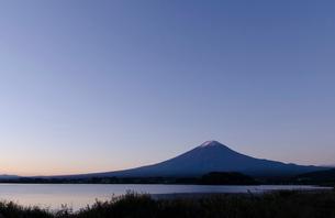 富士山の夜明けの時の写真素材 [FYI03225073]