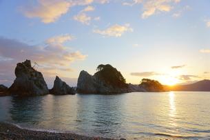 浄土ヶ浜と朝日の写真素材 [FYI03225342]