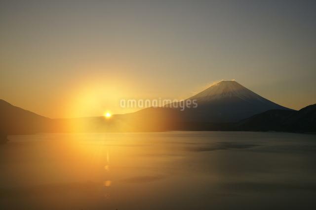 富士山と日の出の写真素材 [FYI03225385]