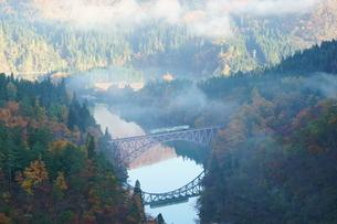 朝霧の第一只見川橋梁の写真素材 [FYI03225463]
