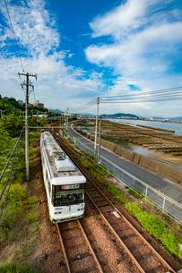 瀬戸内海を望む広島電鉄の写真素材 [FYI03225466]