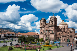 ペルー・クスコのアルマス広場の写真素材 [FYI03225620]