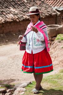 ペルー・ウルバンバの先住民ケチュア族の手織物の実演の写真素材 [FYI03225630]