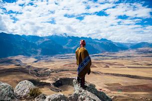 ペルー・ウルバンバの先住民ケチュア族とモライ遺跡の写真素材 [FYI03225632]