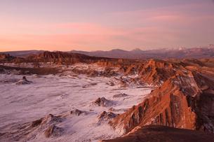 アタカマ高地・月の谷の夕焼けの写真素材 [FYI03225857]