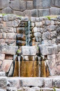 タンボ・マチャイ遺跡の聖なる泉の写真素材 [FYI03226009]