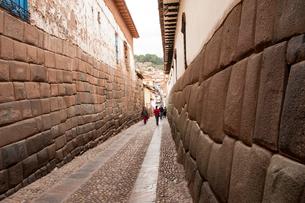クスコ歴史地区の石畳の街路の写真素材 [FYI03226014]