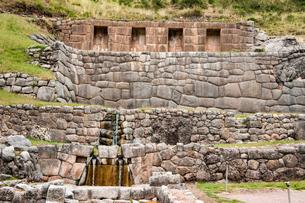 タンボ・マチャイ遺跡の聖なる泉の写真素材 [FYI03226015]