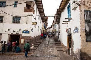 クスコ歴史地区の石畳の街路の写真素材 [FYI03226017]