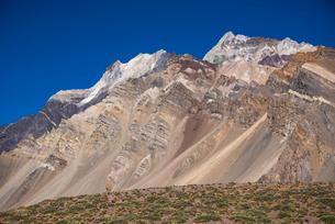 アコンカグア山麓のトロサ山の写真素材 [FYI03226039]