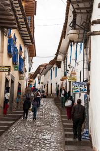 クスコ歴史地区の石畳の街路の写真素材 [FYI03226043]