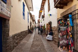 クスコ歴史地区の石畳の街路の写真素材 [FYI03226045]