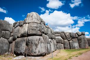 サクサイワマン遺跡の巨石の写真素材 [FYI03226056]