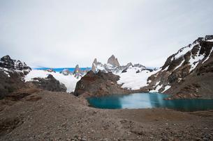 パタゴニアの名峰フィッツロイとトレス湖の写真素材 [FYI03226134]