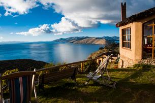 チチカカ湖を望むロッジの写真素材 [FYI03226170]