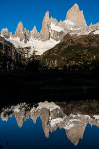 パタゴニアの名峰 フィッツロイの朝日の写真素材 [FYI03226188]