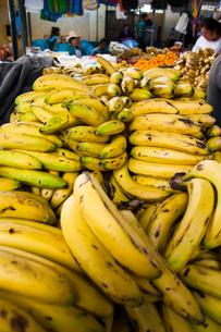 アンデスの市場のバナナの写真素材 [FYI03226225]