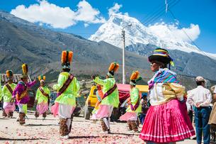 アンデス山脈ケチュア族の祭のカーニバルの写真素材 [FYI03226254]