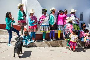 ペルー先住民ケチュア族の民族衣装の写真素材 [FYI03226255]