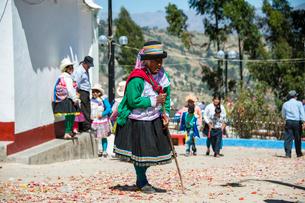 ペルー先住民ケチュア族の老婆の写真素材 [FYI03226257]