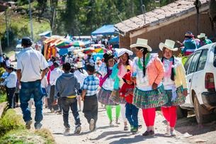 アンデスの先住民ケチュア族の民族衣装の写真素材 [FYI03226258]