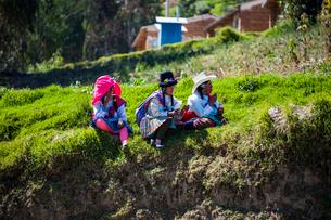 ペルー先住民ケチュア族の民族衣装の写真素材 [FYI03226262]