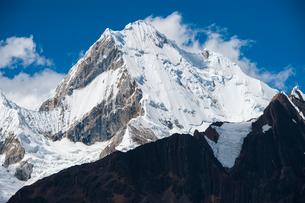 ペルー ワイワッシュ山群の最高峰イェルパハの写真素材 [FYI03226265]