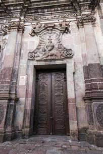 キト旧市街の教会の扉の写真素材 [FYI03226390]