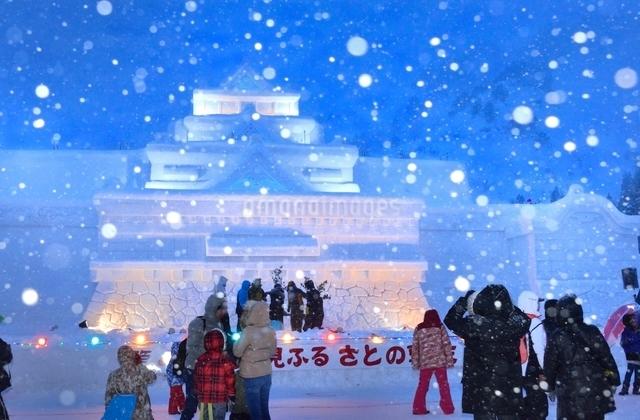 雪国 夜の雪まつり(奥会津、只見町)の写真素材 [FYI03226519]