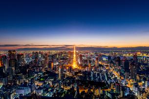 六本木ヒルズより望む夜明けの東京都心の写真素材 [FYI03226540]