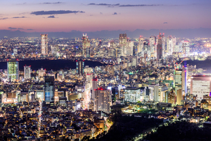 新宿方面の夜景の写真素材 [FYI03226562]