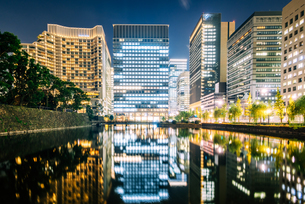 東京 千代田区 和田倉濠の夜景の写真素材 [FYI03226563]
