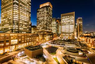 東京 千代田区 丸の内の夜景の写真素材 [FYI03226577]