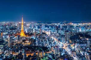 東京タワーと都心の夜景の写真素材 [FYI03226592]