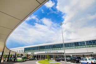 富山駅前のバスターミナルの写真素材 [FYI03226617]