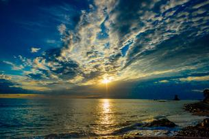 雨晴海岸の朝日の写真素材 [FYI03226634]