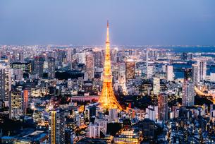 東京タワーと都心の夜景の写真素材 [FYI03226641]