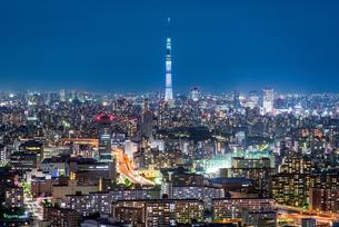 東京スカイツリーの夜景の写真素材 [FYI03226643]