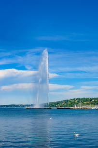 晴れ渡った空とジュネーブの大噴水の写真素材 [FYI03226673]