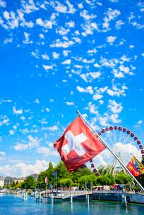 モンブラン橋の万国旗とイギリス公園の写真素材 [FYI03226679]