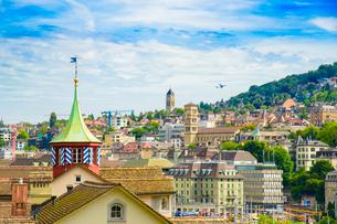 リンデンホーフの丘から望むチューリッヒの街並みの写真素材 [FYI03226685]