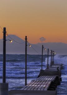 原崗海岸より富士山を望むの写真素材 [FYI03226963]