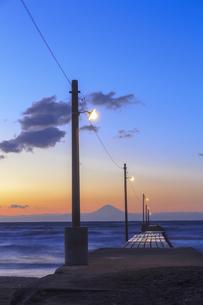 原崗海岸より富士山を望むの写真素材 [FYI03226975]