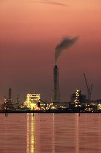 江川海岸から望む工場夜景の写真素材 [FYI03227018]