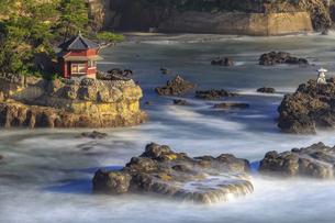 五浦海岸の六角堂の写真素材 [FYI03227341]
