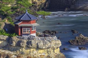 五浦海岸の六角堂の写真素材 [FYI03227343]
