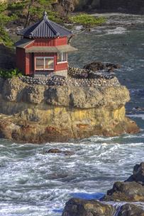 五浦海岸の六角堂の写真素材 [FYI03227348]