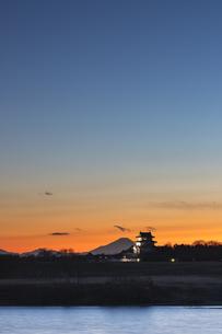 富士山と関宿城の写真素材 [FYI03227641]