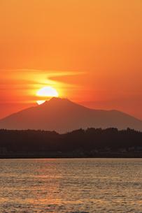 網掛公園より筑波山に沈む夕日の写真素材 [FYI03227653]