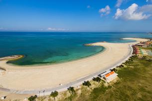 沖縄空撮 美らSUNビーチの写真素材 [FYI03227971]